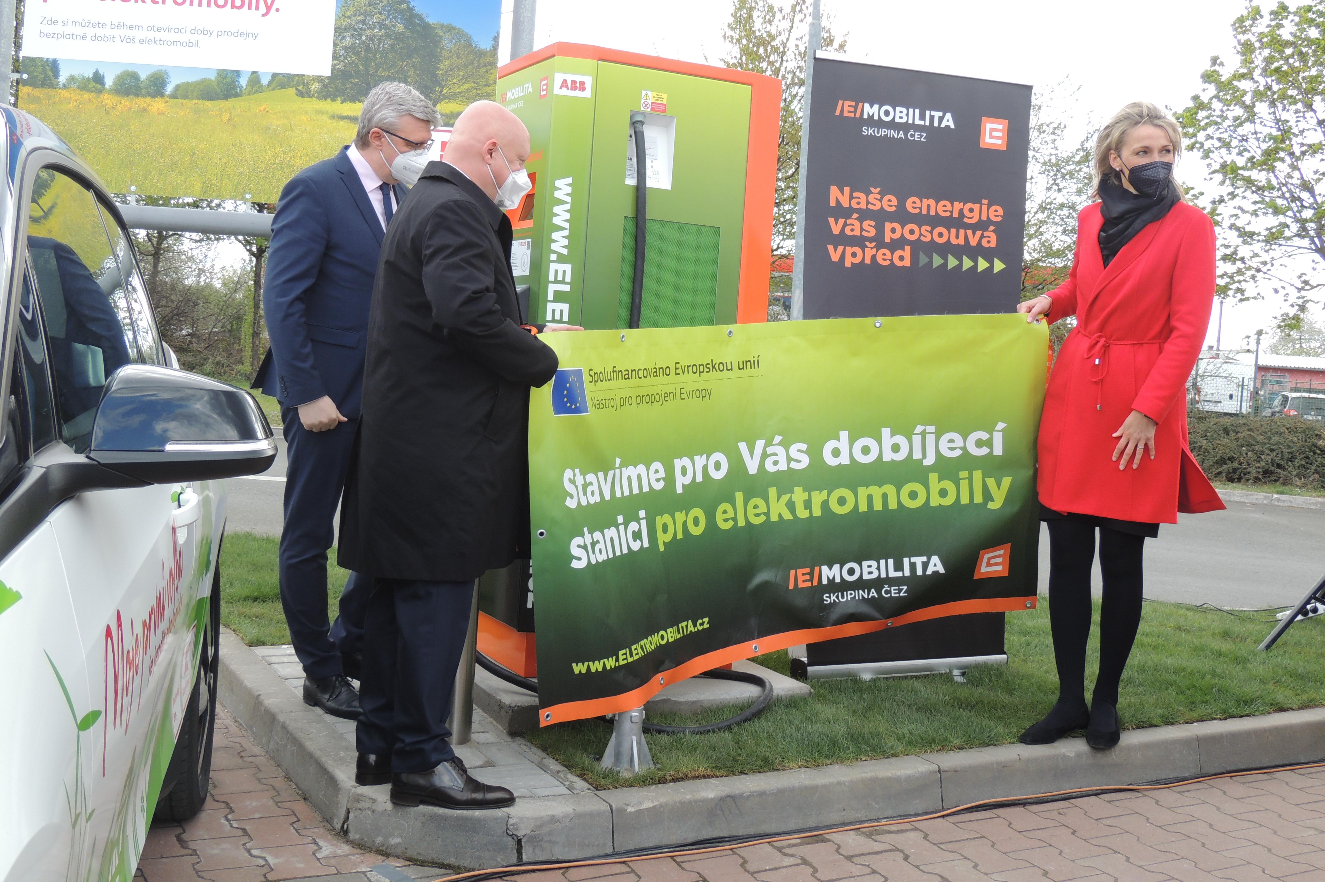 Nymburk už disponuje dobíjecí stanicí pro elektromobily
