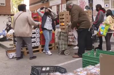 """TVE: Stále více Španělů se kvůli pandemii ocitá v """"hladových frontách"""""""